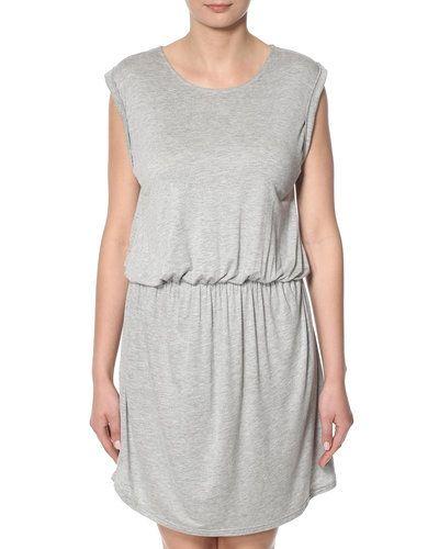 Maxiklänning Sparkz Ethla klänning från Sparkz