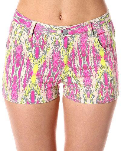 Till dam från STYLEPIT, en flerfärgad shorts.