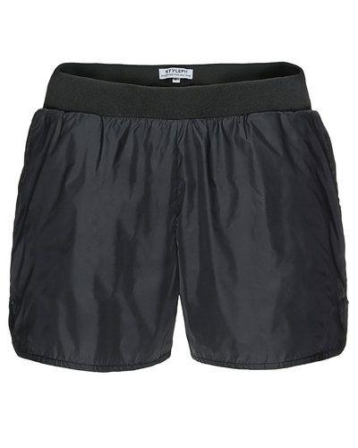 Svart shorts från STYLEPIT till herr.