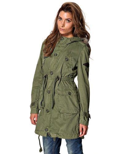 Till dam från Superdry, en grön övriga jacka.
