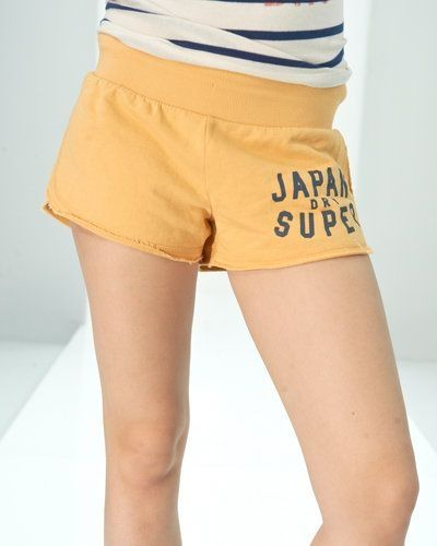 Gul shorts från Superdry till dam.