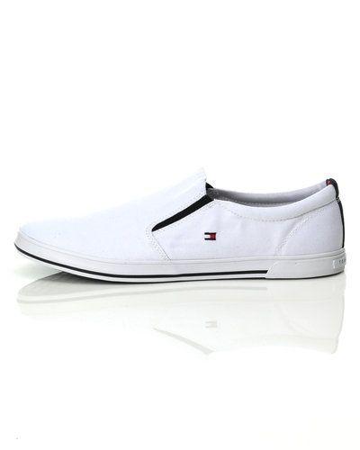 98c7179b747 Till herr från Tommy Hilfiger, en vit loafers.