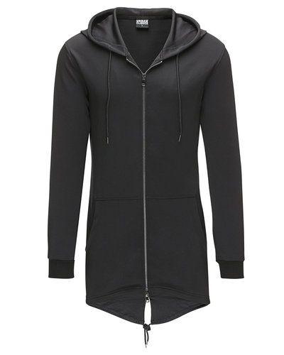 Till killar från Urban Classics, en svart sweatshirts.