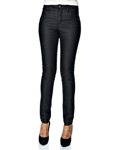 Till dam från Vero Moda, en svart jeans.