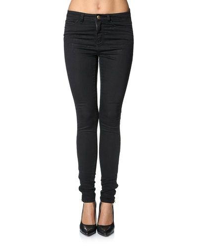 Till dam från Vero Moda, en svart blandade jeans.