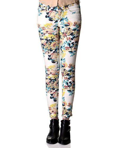 Till dam från VILA, en vit 3/4 jeans.