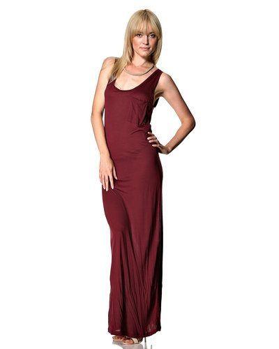 Till dam från VILA, en röd klänning.