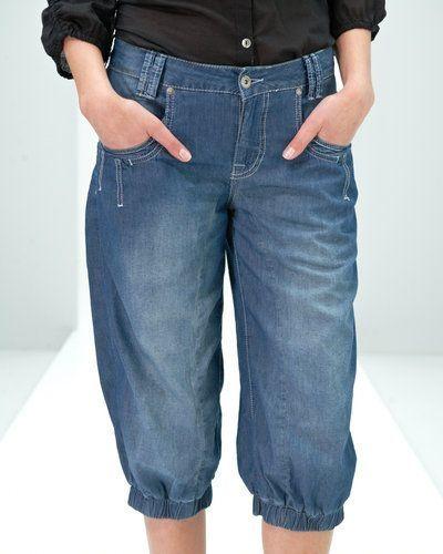 Blå jeansshorts från VILA till tjejer.