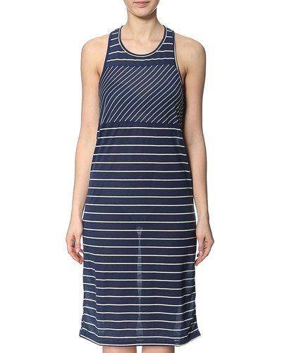 Till dam från VILA, en blå miniklänning.