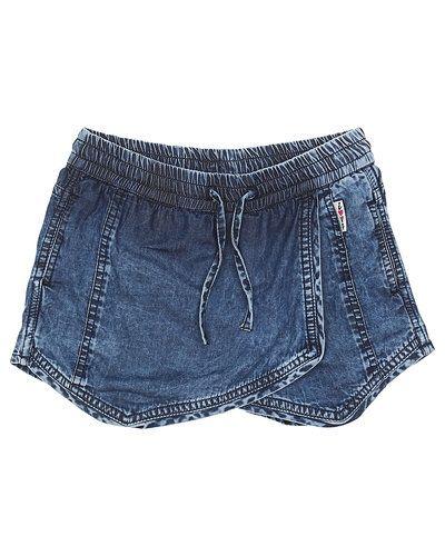 Till tjej från Vingino, en blå shorts.