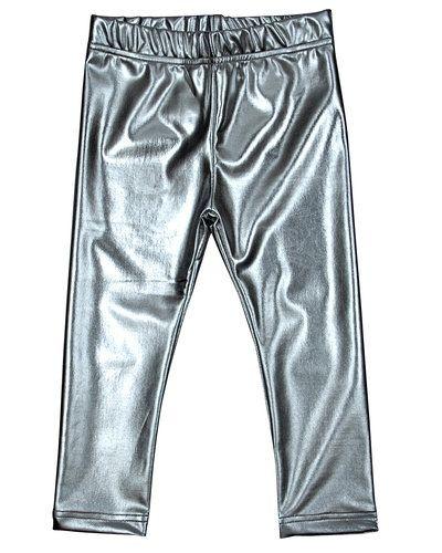 Till barn från Ziestha, en silver leggings.