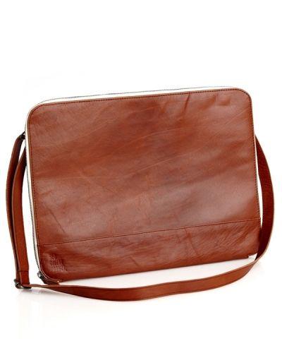 Red collar project Sigtuna Laptop Case. Väskorna håller hög kvalitet.