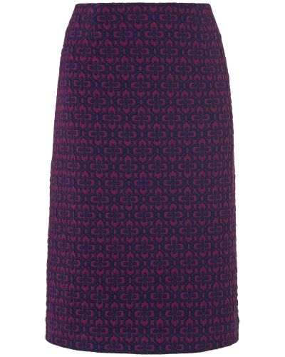 Till kvinna från Phase Eight, en flerfärgad kjol.