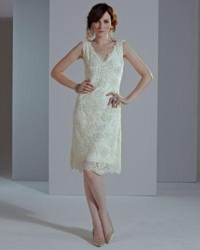 Till dam från Phase Eight, en creamfärgad klänning.