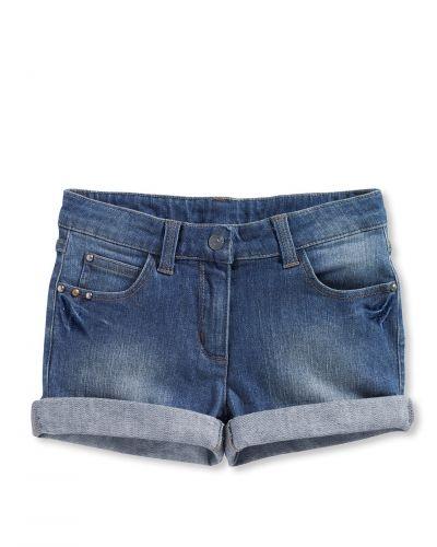 Till tjejer från Bonaparte, en blå jeansshorts.