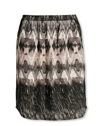 Till kvinna från Bonaparte, en svart kjol.