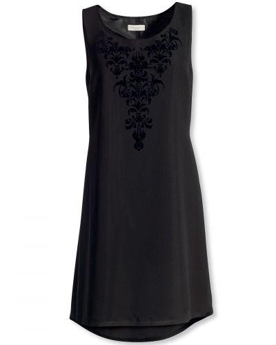 Till dam från Bonaparte, en svart klänning.