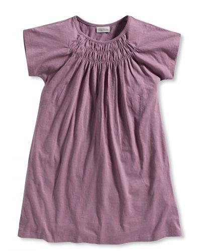 Till dam från Bonaparte, en lila klänning.