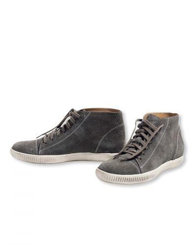 Till dam från Bonaparte, en grå sko.