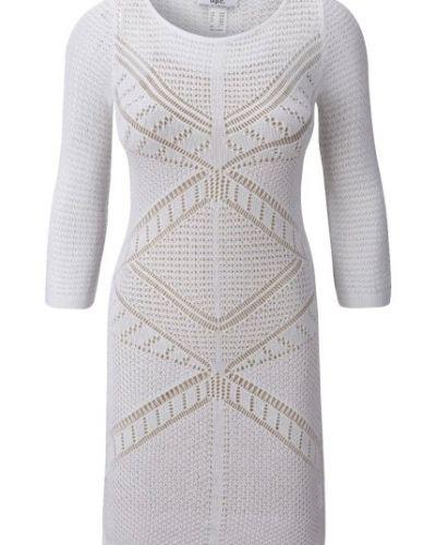 vit stickad klänning