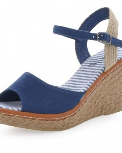 Till dam från Duffy, en blå sandal.