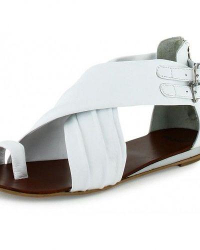 Till dam från Bronx, en vit sandal.