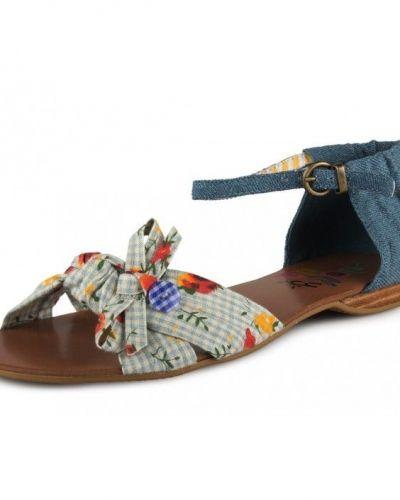 Till dam från Dolly Do, en blå sandal.