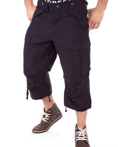 Svart shorts från Engineer till herr.