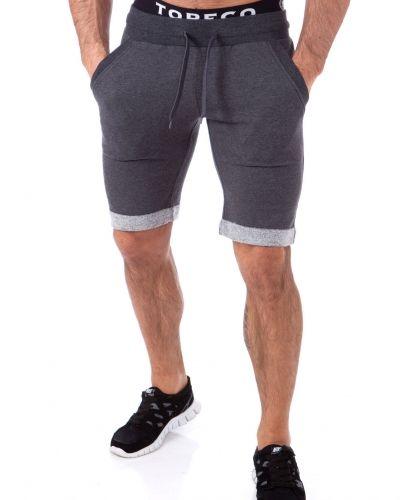 Till herr från Ibiza, en svart shorts.