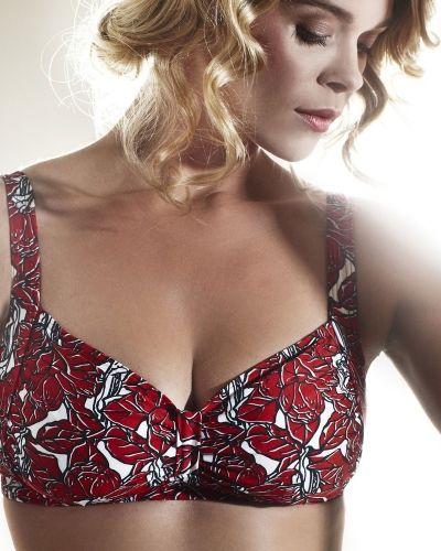 Till tjejer från Abecita, en röd bikini-bh.