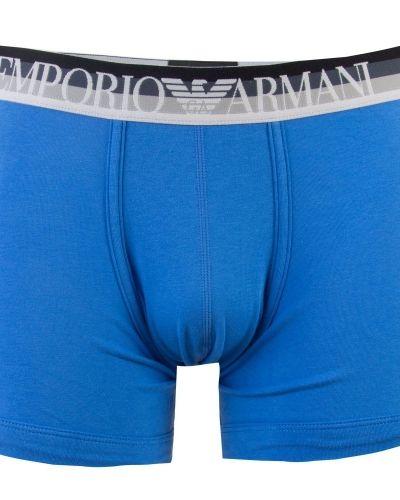 Till herr från Emporio Armani, en blå boxerkalsong.