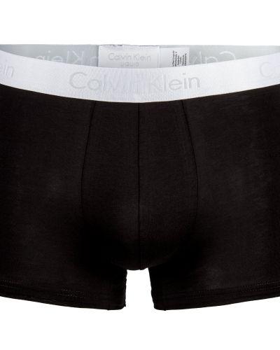 Till herr från Calvin Klein, en svart boxerkalsong.
