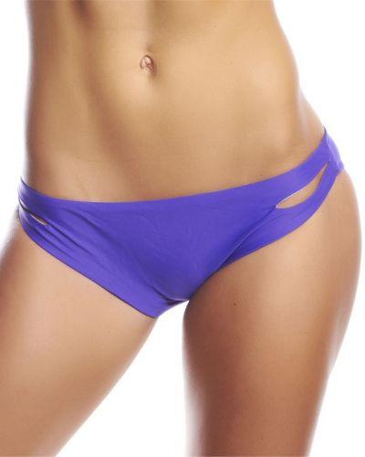 Till tjejer från Hot Anatomy, en lila bikinitrosa.
