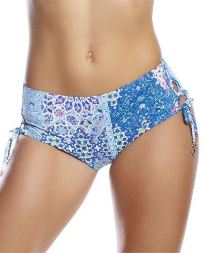 Till tjejer från Sunseeker, en blå bikini.