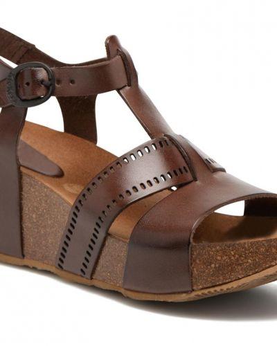 Till dam från Kickers, en sandal.
