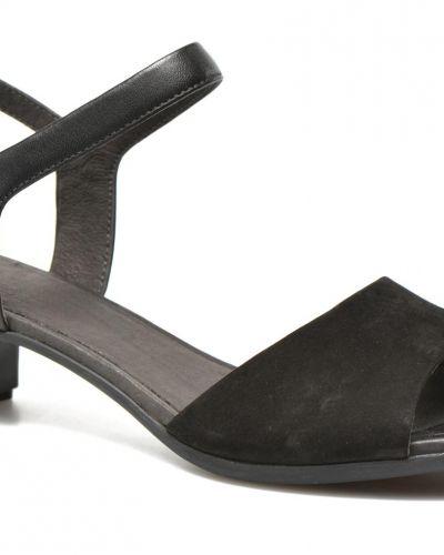 Till dam från Camper, en sandal.