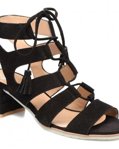 Till dam från PERLATO, en sandal.