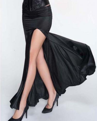 Till kvinna från Övriga, en kjol.