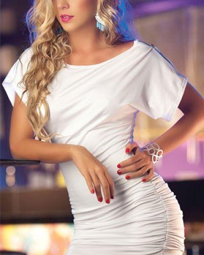 Till tjejer från Övriga, en vit studentklänning.