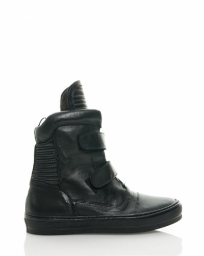 Apair sko till dam.