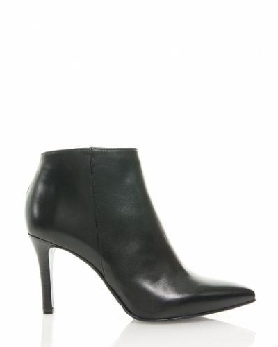Till dam från Apair, en svart sko.