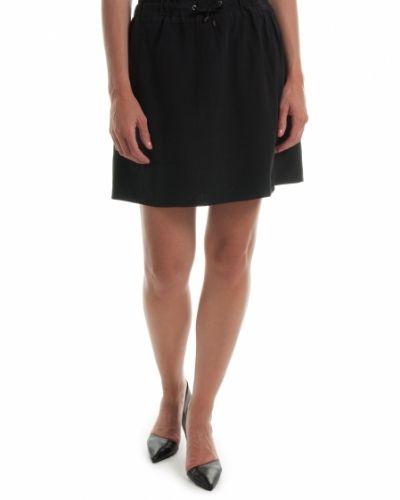 Till kvinna från Custommade, en svart kjol.
