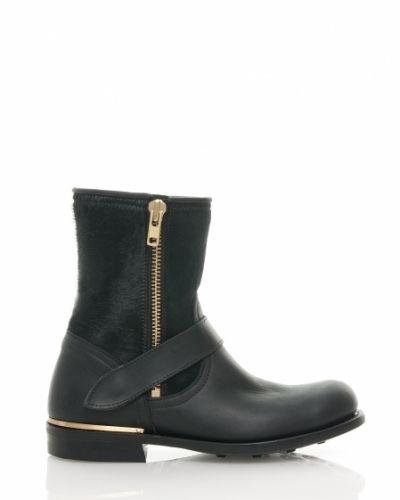 Till dam från Primeboots, en svart sko.
