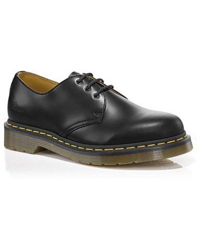 Till dam från Dr. Martens, en svart sneakers.