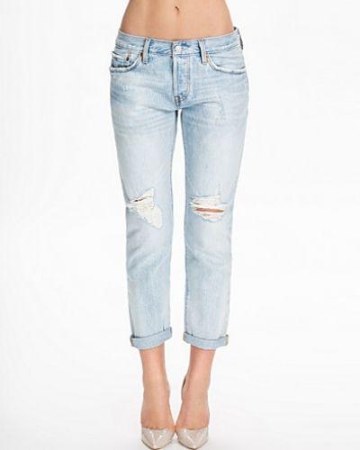Till tjejer från Levis, en blå bootcut jeans.