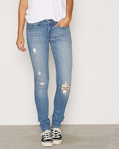 Till dam från Levis, en slim fit jeans.