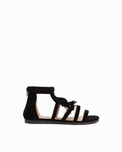 Till dam från Duffy, en svart sandal.