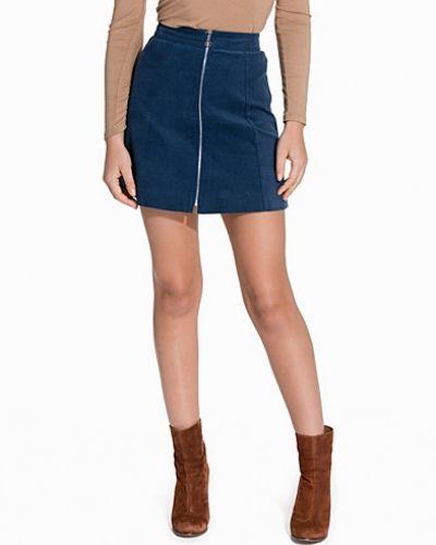 A-lined Corduroy Skirt NLY Trend minikjol till kvinna.
