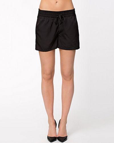 Svart shorts från ONLY till dam.