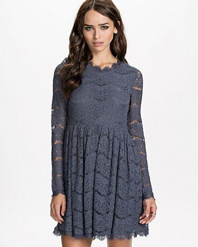 Adore Dress NLY ICONS långärmad klänning till dam.